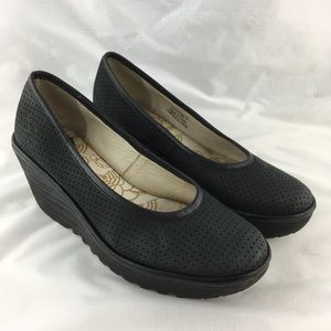 Wedge pumps black perforated leather comfort Yalu